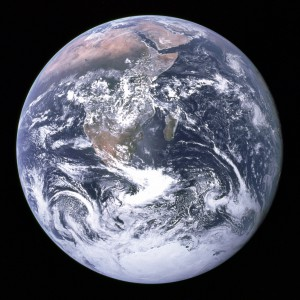 """""""Blue Marble"""", die während des Fluges von Apollo 17 zum Mond am 7. Dezember 1972 entstandene Fotoaufnahme von der Erde"""