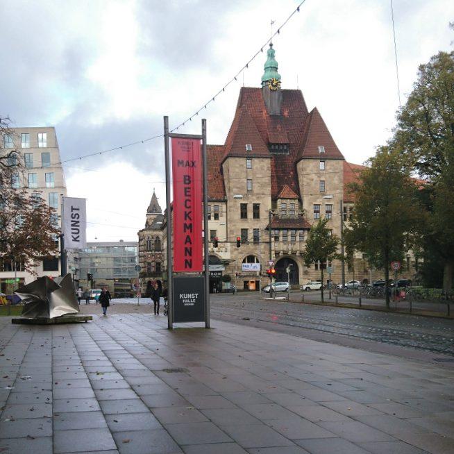 Blick von der Kunsthalle auf die Stadtbibliothek